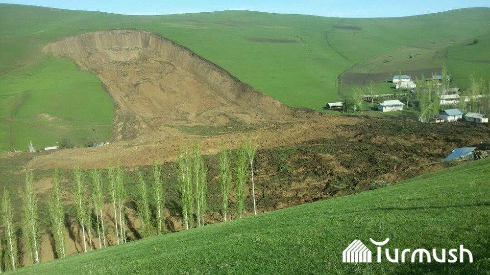 В Кыргызстане оползень накрыл семь домов. Там были 24 человека