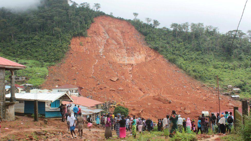 Оползень унес жизни сотни людей в Сьерра-Леоне