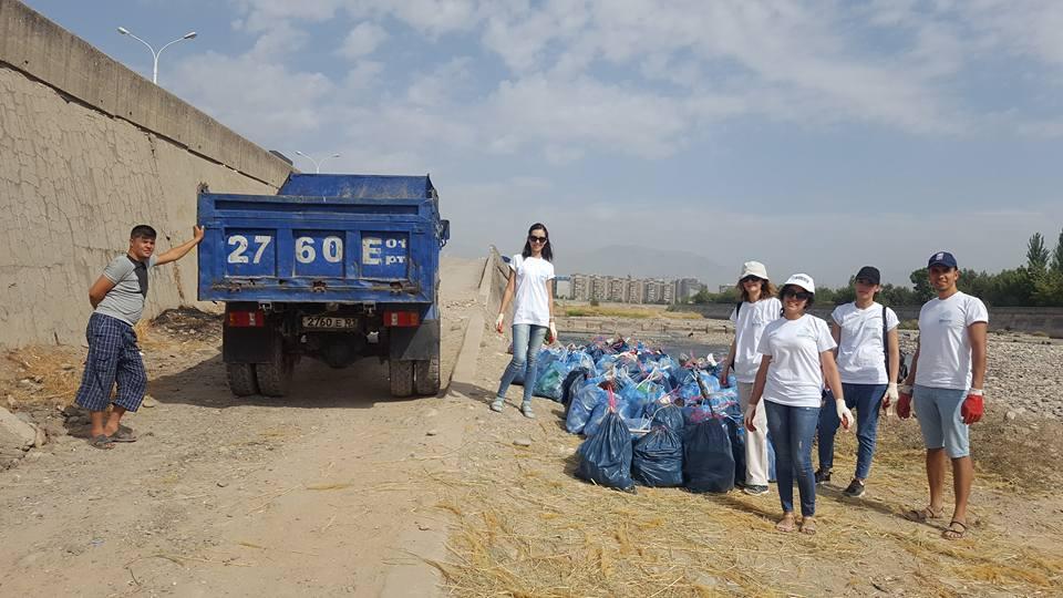 На берегу Душанбинки прошла экологическая акция «Чистые сердца»